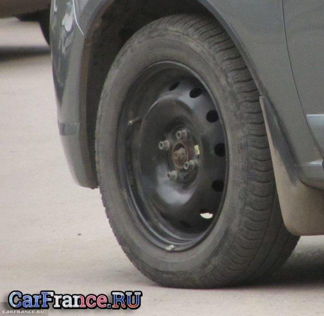 Стандартный колёсный диск R15 Рено Логан