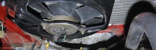 Вентилятор радиатора охлаждения двигателя на ВАЗ-2114