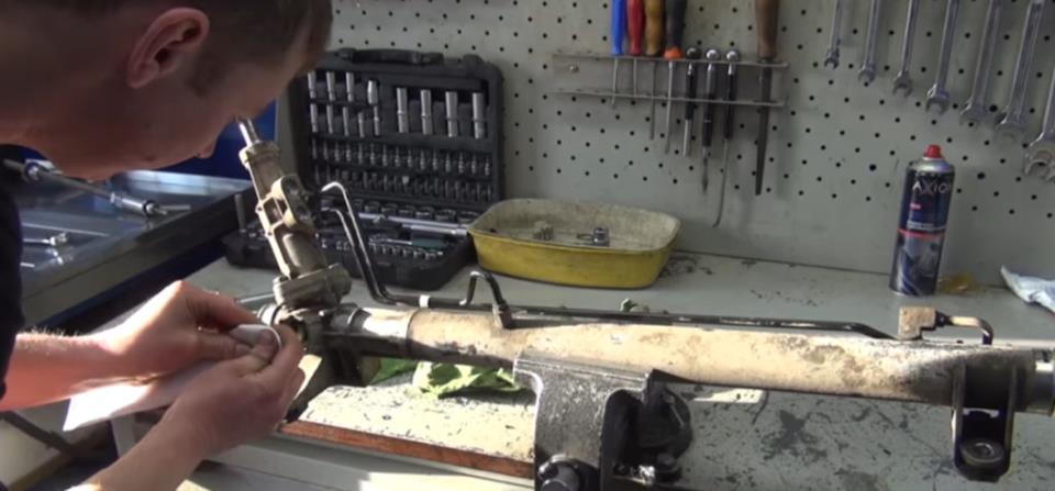 Сборка рулевой рейки Рено
